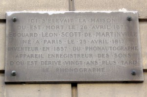 Plaque_Scott_de_Martinville,_9_rue_Vivienne,_Paris_2