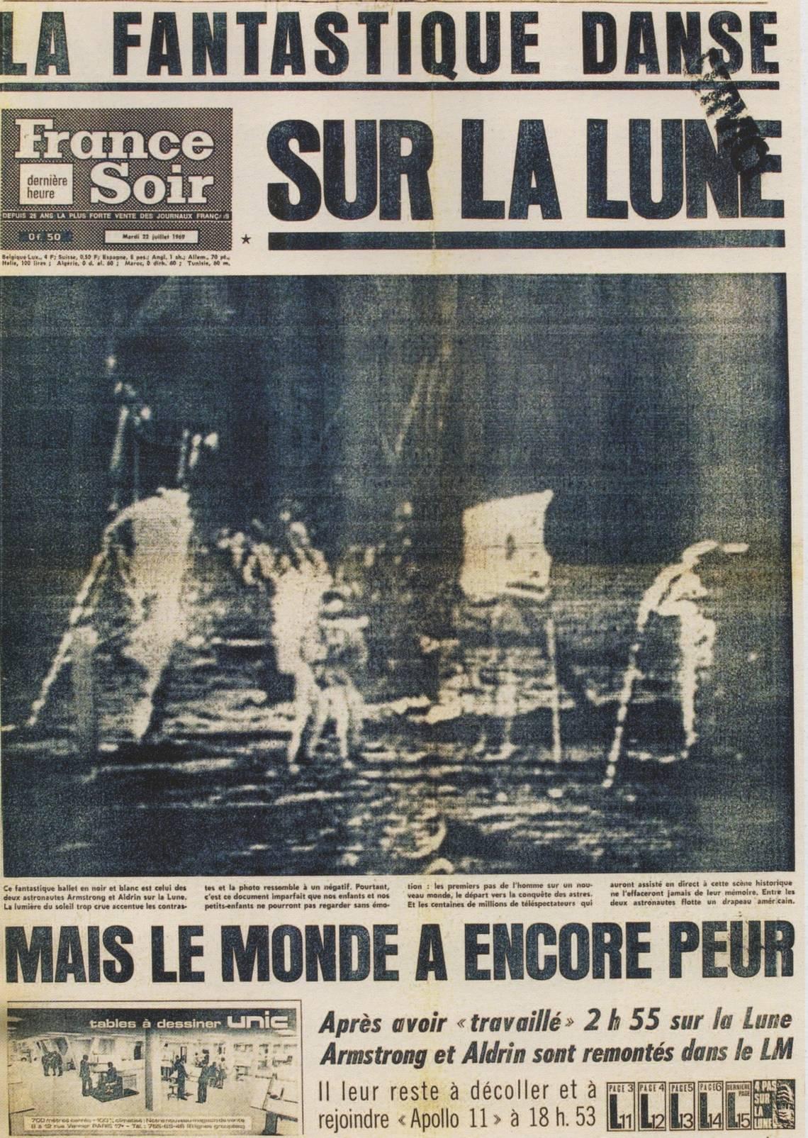 CARTE POSTALE PHOTO 1969 ON A MARCHE SUR LA LUNE
